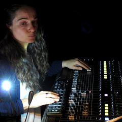 Terri Hron à la diffusion sonore lors de son concert Portrait Collection [Photo: Céline Côté, Montréal (Québec), June 8, 2016]
