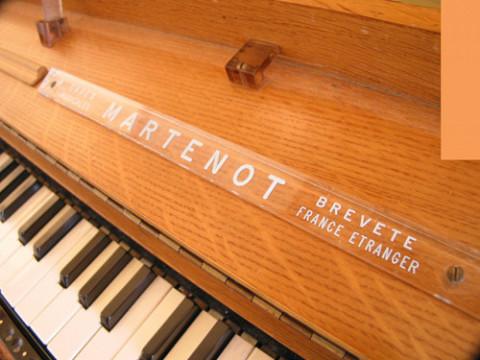 Ondes Martenot, 1976 (7th generation since 1928; 1st generation with transistors); Suzanne Binet-Audet's instrument. 1/38 [Photo: Luc Beauchemin, Boucherville (Québec), April 2005]