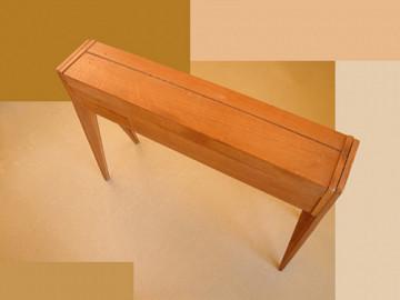Ondes Martenot, 1976 (7e génération depuis 1928; 1e génération transistorisée); instrument de Suzanne Binet-Audet. 2/38 [Photo: Luc Beauchemin, Boucherville (Québec), avril 2005]