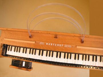 Ondes Martenot, 1976 (7e génération depuis 1928; 1e génération transistorisée); instrument de Suzanne Binet-Audet. 4/38 [Photo: Luc Beauchemin, Boucherville (Québec), avril 2005]