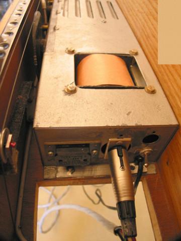 Ondes Martenot, 1976 (7e génération depuis 1928; 1e génération transistorisée); instrument de Suzanne Binet-Audet. 14/38 [Photo: Luc Beauchemin, Boucherville (Québec), avril 2005]
