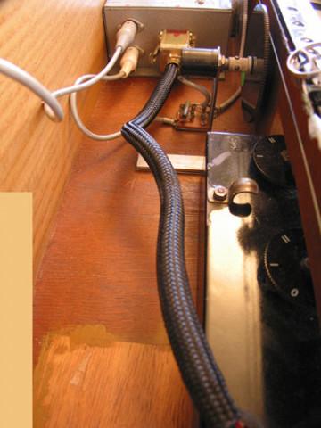 Ondes Martenot, 1976 (7e génération depuis 1928; 1e génération transistorisée); instrument de Suzanne Binet-Audet. 16/38 [Photo: Luc Beauchemin, Boucherville (Québec), avril 2005]