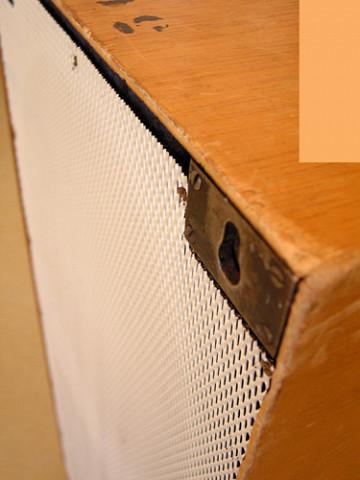 Ondes Martenot, 1976 (7e génération depuis 1928; 1e génération transistorisée); instrument de Suzanne Binet-Audet. 21/38 [Photo: Luc Beauchemin, Boucherville (Québec), avril 2005]