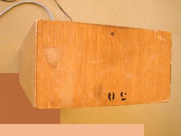 Ondes Martenot, 1976 (7e génération depuis 1928; 1e génération transistorisée); instrument de Suzanne Binet-Audet. 22/38 [Photo: Luc Beauchemin, Boucherville (Québec), avril 2005]