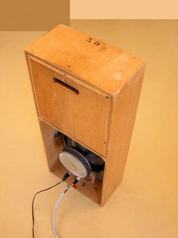 Ondes Martenot, 1976 (7e génération depuis 1928; 1e génération transistorisée); instrument de Suzanne Binet-Audet. 23/38 [Photo: Luc Beauchemin, Boucherville (Québec), avril 2005]