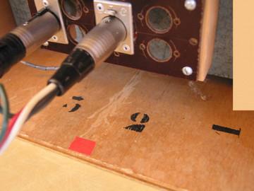 Ondes Martenot, 1976 (7e génération depuis 1928; 1e génération transistorisée); instrument de Suzanne Binet-Audet. 24/38 [Photo: Luc Beauchemin, Boucherville (Québec), avril 2005]