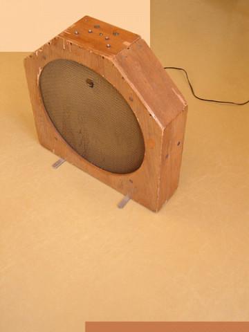 Ondes Martenot, 1976 (7e génération depuis 1928; 1e génération transistorisée); instrument de Suzanne Binet-Audet. 27/38 [Photo: Luc Beauchemin, Boucherville (Québec), avril 2005]