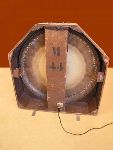 Ondes Martenot, 1976 (7e génération depuis 1928; 1e génération transistorisée); instrument de Suzanne Binet-Audet. 31/38 [Photo: Luc Beauchemin, Boucherville (Québec), avril 2005]