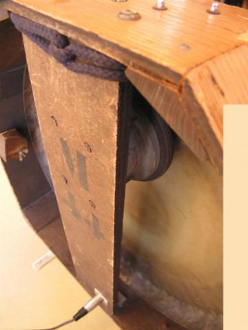 Ondes Martenot, 1976 (7e génération depuis 1928; 1e génération transistorisée); instrument de Suzanne Binet-Audet. 32/38 [Photo: Luc Beauchemin, Boucherville (Québec), avril 2005]