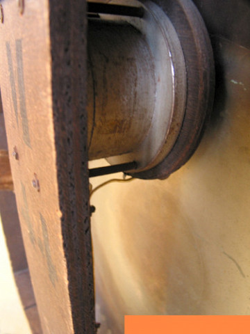 Ondes Martenot, 1976 (7e génération depuis 1928; 1e génération transistorisée); instrument de Suzanne Binet-Audet. 33/38 [Photo: Luc Beauchemin, Boucherville (Québec), avril 2005]