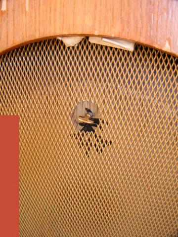 Ondes Martenot, 1976 (7e génération depuis 1928; 1e génération transistorisée); instrument de Suzanne Binet-Audet. 37/38 [Photo: Luc Beauchemin, Boucherville (Québec), avril 2005]