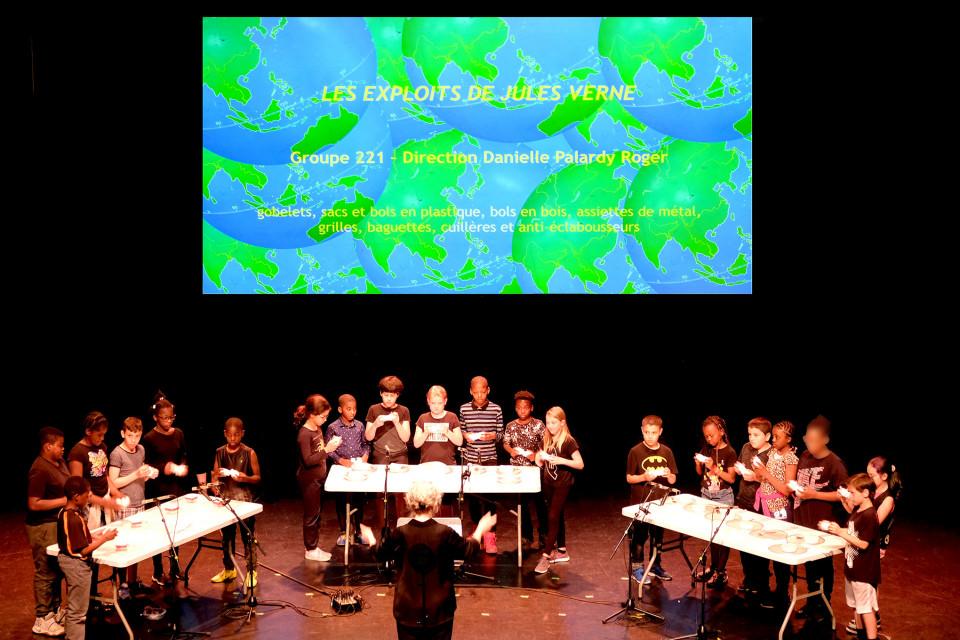 Group 221 directed by Danielle Palardy Roger [Photograph: Céline Côté, Montréal (Québec), June 18, 2019]