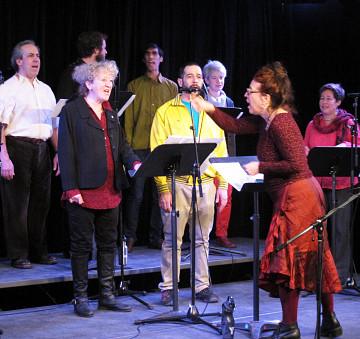 Jean Derome; Danielle Palardy Roger; Isaiah Ceccarelli; Gabriel Dharmoo; Will Eizlini; Lori Freedman; Géraldine Eguiluz singing in the choir Chorale Joker [Photo: Céline Côté, Montréal (Québec), March 1, 2013]