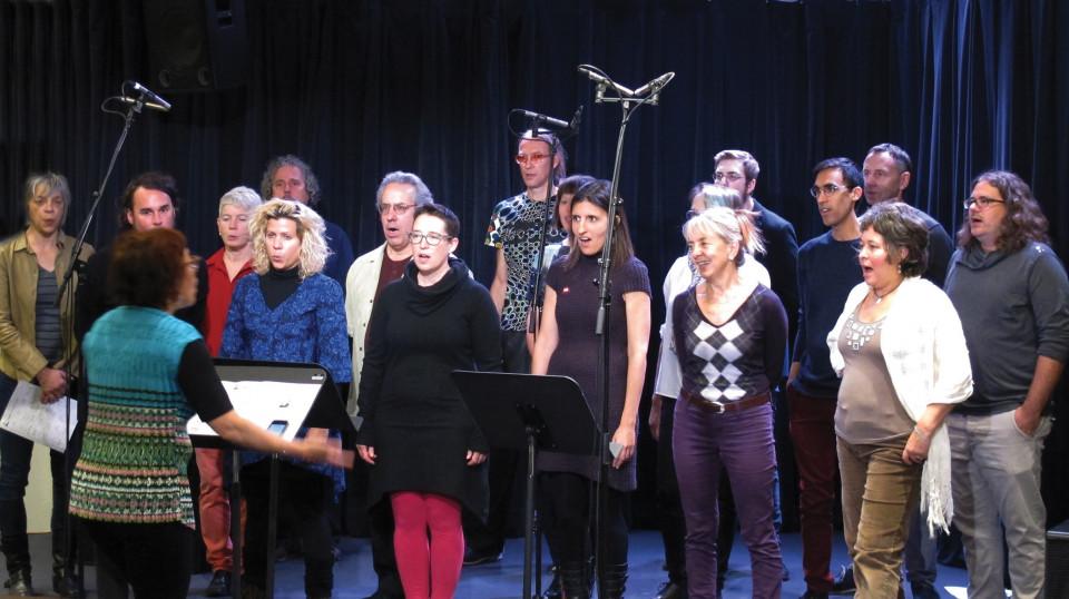 Chorale Joker during a workshop at Le Vivier [Photograph: Céline Côté, Montréal (Québec), October 2, 2016]