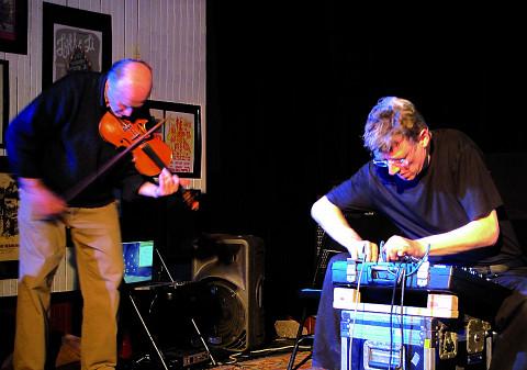 Malcolm Goldstein, Thomas Lehn in concert [Photo: Céline Côté, Montréal (Québec), April 17, 2012]