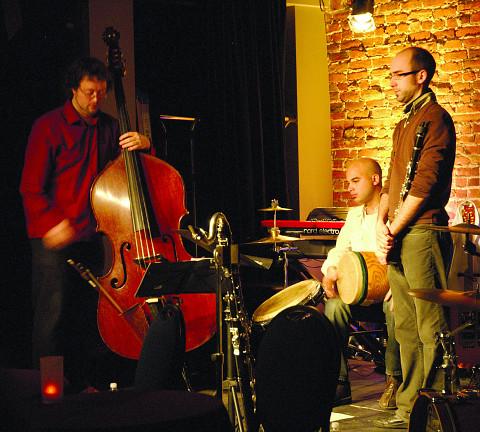 Bomata en concert [Photo: Jean-Claude Désinor, Montréal (Québec), juillet 2008]