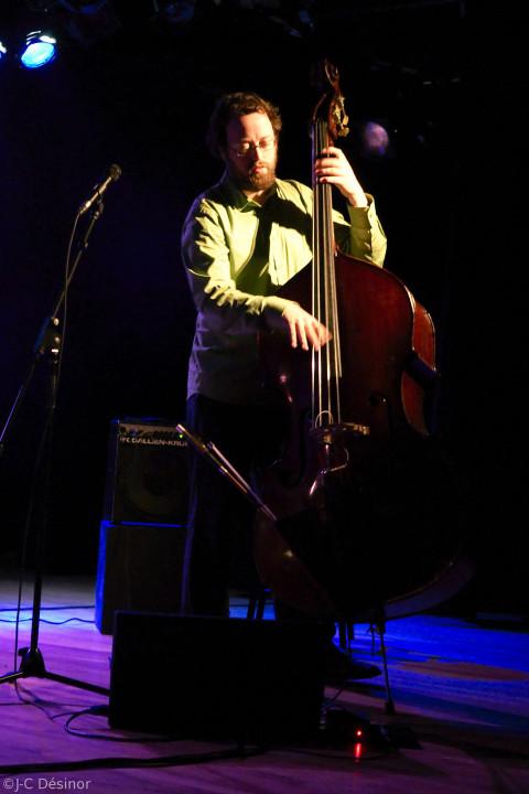 Jean Félix Mailloux de l'ensemble Bomata en concert [Photo: Jean-Claude Désinor]