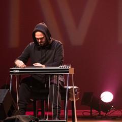 Pierre-Yves Martel during the Le cabaret qui ruisselle concert, as part of the Montréal / Nouvelles Musiques 2021 festival. [Photograph: Jérôme Bertrand, Montréal (Québec), February 24, 2021]