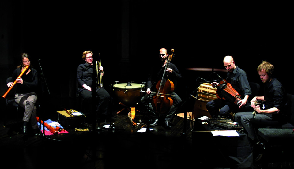 Terri Hron, Amy Horvey, Pierre-Yves Martel, Ben Grossman, Kim Myhr [Photo: Céline Côté, Montréal (Québec), 3 décembre 2011]