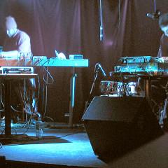 morceaux_de_machines in concert, O Patro Vys [Photograph: James Schidlowsky, Montréal (Québec), November 25, 2004]