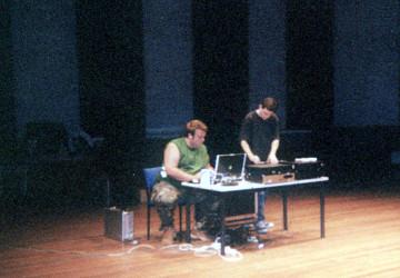 morceaux_de_machines en concert à la Western Australian Academy of Peforming Arts [Mount Lawley (Australie-Occidentale, Australie), 11 octobre 2005]