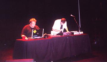 morceaux_de_machines en concert au Scotiabank Dance Centre [Photo: Magali Babin, Vancouver (Colombie-Britannique, Canada), 22 octobre 2005]