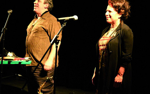 Nous perçons les oreilles (Jean Derome, Joane Hétu) in concert at Montréal [Photograph: Jean-Claude Désinor, Montréal (Québec), March 10, 2010]