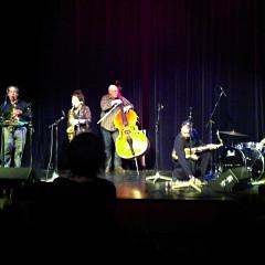 Nous perçons les oreilles (Jean Derome, Joane Hétu), Torsten Müller, John Butcher, Dylan Van der Schyff [Photo: Laurie Radford, Calgary (Alberta, Canada), 16 novembre 2011]