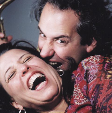 Nous perçons les oreilles (Jean Derome, Joane Hétu) [Photo: Céline Côté, 2002]