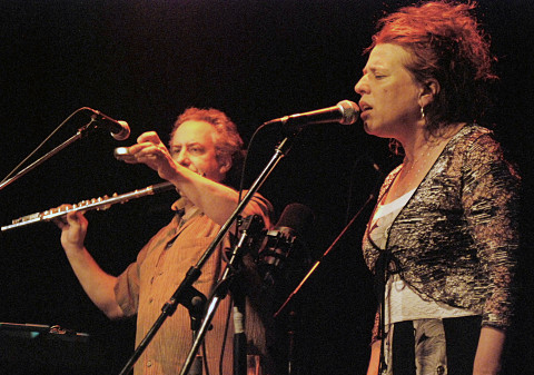 Nous perçons les oreilles (Jean Derome, Joane Hétu) en concert au Festival des musiques de création de Jonquière [Jonquière (Québec), 27 mai 2011]