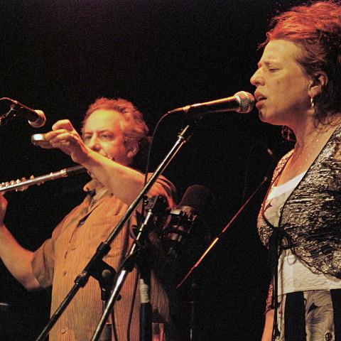 Nous perçons les oreilles (Jean Derome, Joane Hétu) in concert at the Festival des musiques de création de Jonquière [Jonquière (Québec), May 27, 2011]