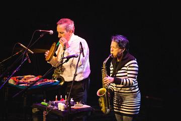 Nous perçons les oreilles / Also pictured: Jean Derome, Joane Hétu [Photo: Vincent Marchessault, Montréal (Québec), January 2018]
