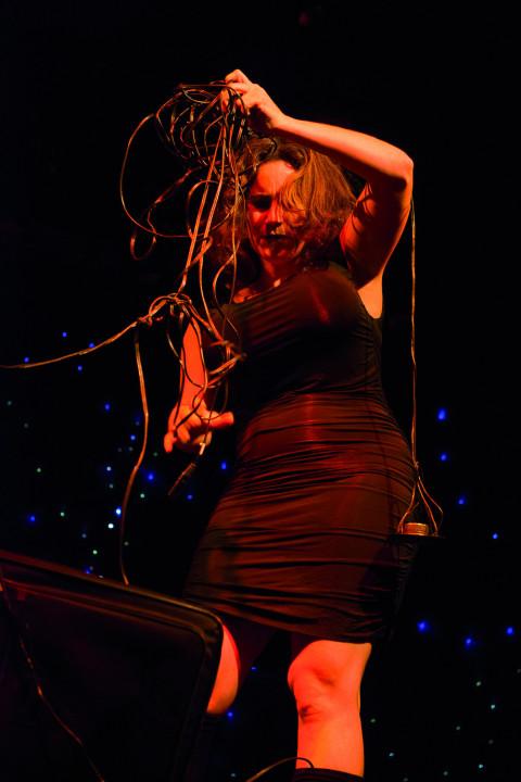 Alexis O'Hara in concert [Photograph: Caroline Hayeur, Montréal (Québec), October 25, 2013]