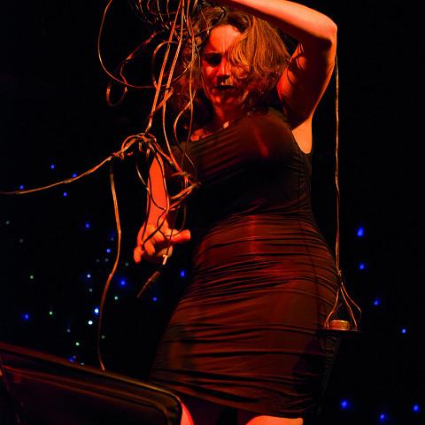 Alexis O'Hara en concert [Photo: Caroline Hayeur, Montréal (Québec), 25 octobre 2013]