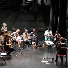 Stage SuperMusique: Initiation aux partitions graphiques et à la gestuelle de direction d'improvisation, Amphithéâtre – Le Gesù, Montréal (Québec) [Photo: Céline Côté, Montréal (Québec), 4 juin 2015]
