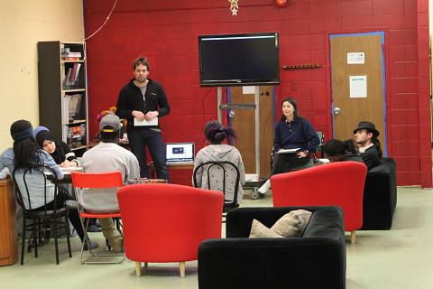 Sylvain Pohu et Emmanuelle Lizère animant un atelier