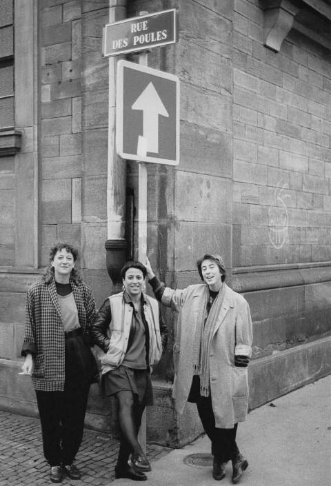 Les Poules, tournée en France; apparaissant sur la photo: Danielle Palardy Roger; Joane Hétu; Diane Labrosse [Photograph: Jacques Leduc, 1989]