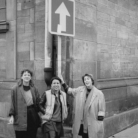 Les Poules, tournée en France; apparaissant sur la photo: Danielle Palardy Roger; Joane Hétu; Diane Labrosse [Photo: Jacques Leduc, 1989]