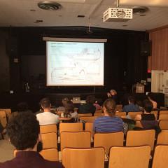 Danielle Palardy Roger présente l'atelier de partitions graphiques aux compositeurs de la Céco à l'Université de Montréal [Photo: Joane Hétu, Montréal (Québec), 22 octobre 2015]