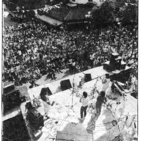 Wondeur Brass sur la scène Emery lors du Festival International de Jazz de Montréal 1985 (reproduction d'une coupure de presse) [Montréal (Québec), July 7, 1985]