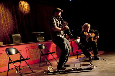 Jean-Sébastien Leblanc, Marc-Olivier Lamontagne [Photo: Chrissy Cheung , Montréal (Québec), 10 octobre 2011]