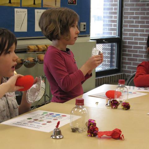 Enfants participants à l'activité Les petits bruits [Montréal (Québec), 21 mai 2008]