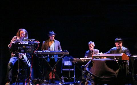 Quatuor de synthétiseurs analogiques désuets (QSAD) / Montréal / Nouvelles Musiques 2015: Cabaret Techno-LowTech 2, Agora Hydro-Québec – Cœur des sciences – UQAM, Montréal (Québec) [Photograph: Andréa Cloutier, Montréal (Québec), March 7, 2015]