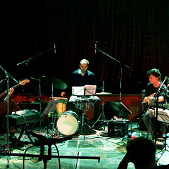Quartetski (de gauche à droite: Joshua Zubot, Pierre-Yves Martel, Isaiah Ceccarelli, Bernard Falaise, ) [Photo: Robin Pineda Gould, Montréal (Québec), 4 novembre 2014]