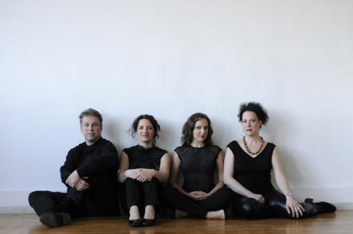 Quatuor Bozzini, Clemens Merkel, Stéphanie Bozzini, Mira Benjamin, Isabelle Bozzini [Photo: Michael Slobodian, Montréal (Québec), 2011]