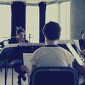 Composer's Kitchen 2013 avec Marielle Groven (de dos) [Photo: Lianne Finnie, Montréal (Québec), avril 2013]
