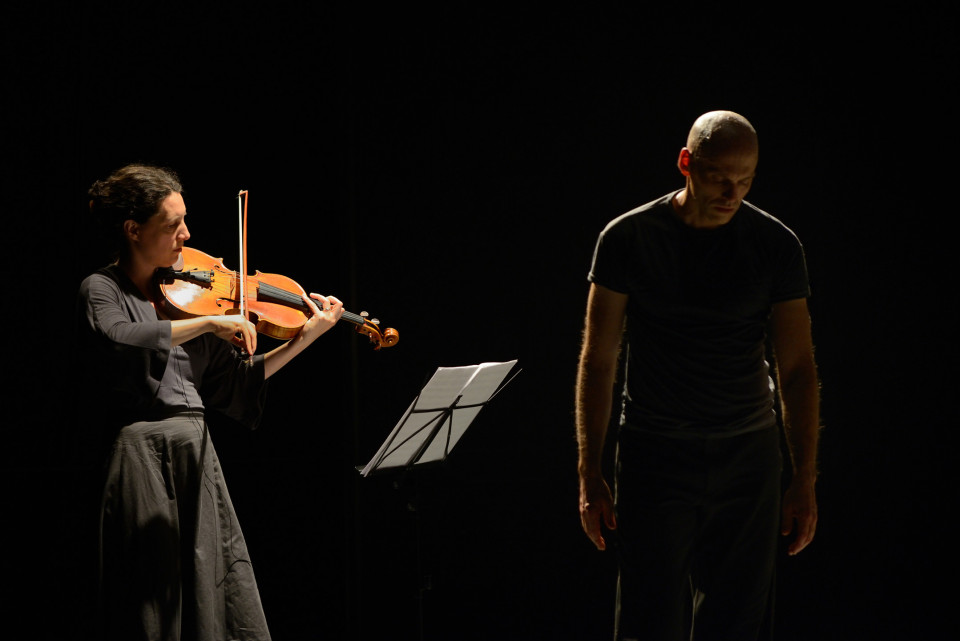 Marc Boivin / Une idée sinon vraie…, Agora de la danse, Montréal (Québec) [Photograph: Michael Slobodian, Montréal (Québec), October 2012]