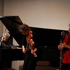 Left to right: Marilyn Lerner, Ig Henneman, Lori Freedman during the recording, in concert, of the album Réunion [Photo: Lauren des Marteaux, Toronto (Ontario, Canada), December 2, 2016]