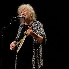 Danielle Palardy Roger lors du concert Le cabaret qui ruisselle, dans le cadre du festival Montréal / Nouvelles Musiques 2021. [Photo: Céline Côté, Montréal (Québec), 24 février 2021]