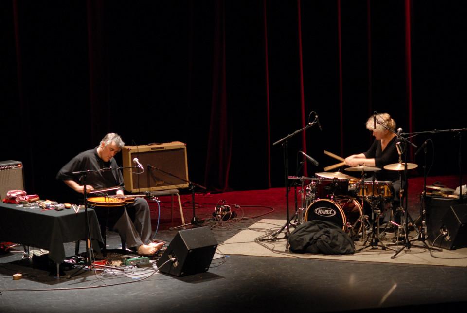 Danielle Palardy Roger et Fred Frith au Festival des musiques de création (FMC) [Photograph: Alain Dumas, Jonquière (Québec), May 19, 2006]